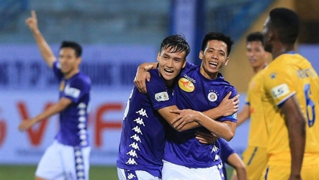 Hanoi FC players during a 2020 V.League 1 match. The team has lost the chance to compete at the ASEAN Club Championship after the tournament was cancelled. (Photo: Vietnam Professional Football JSC)