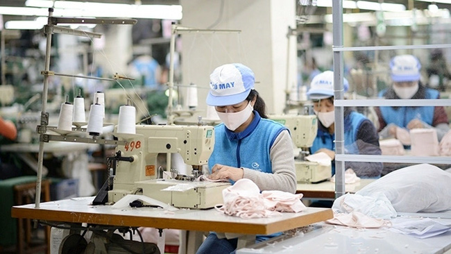 Vietnam's economic growth is projected to rebound to 7% in 2021.