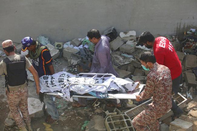 Ít nhất 11 người tử vong trong vụ tai nạn máy bay ở Pakistan - ảnh 1