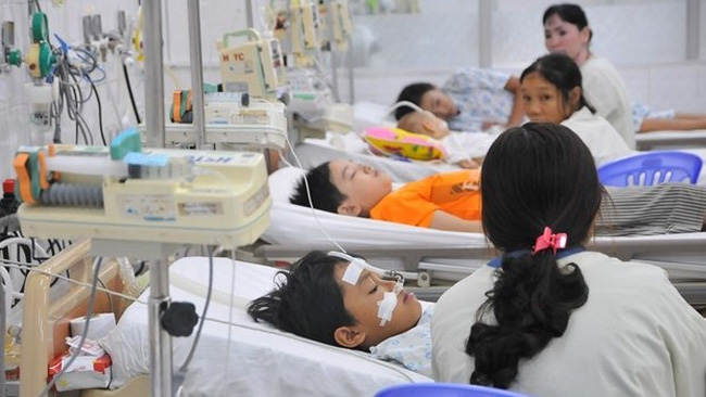 Children with dengue fever under treatment at the Paediatric Hospital of southern Dong Nai province (Photo: VNA)