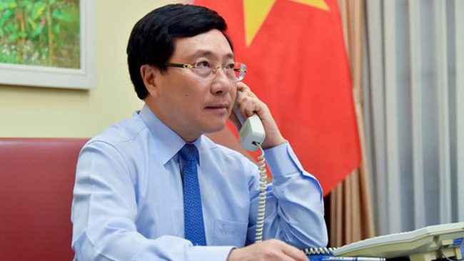 Deputy Prime Minister cum Foreign Minister Pham Binh Minh talks over the phone with Norwegian Foreign Minister