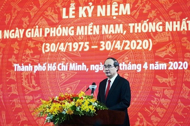 Secretary of the HCM City Party Committee Nguyen Thien Nhan speaks at the ceremony.