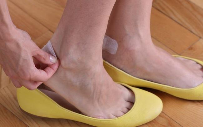 11 mẹo loại bỏ mọi khó chịu khi mang giày - ảnh 11