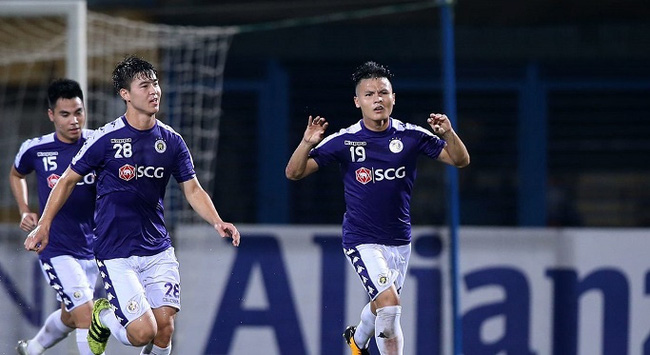 AFC Cup 2019 - Interzone semifinals first leg - Hanoi FC vs Altyn Asyr - August 20, 2019; Midfielder Nguyen Quang Hai (R) celebrates scoring from a free-kick. (Photo: AFC)