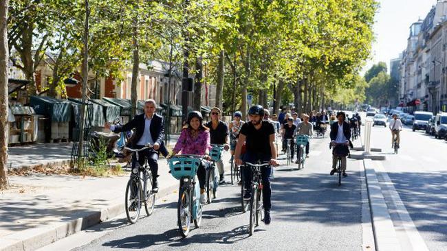 Paris (Pháp) khuyến khích người dân đi xe đạp - ảnh 1