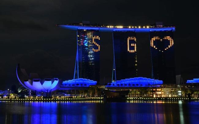 Singapore thắp sáng hơn 30 điểm du lịch nổi tiếng tri ân những người hùng COVID-19 - ảnh 6