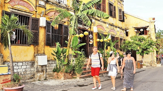 Foreign visitors to Hoi An (Photo: NDO/Thanh Ha)