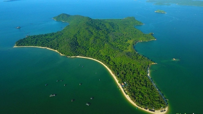 Co To Island, a tourist attraction in Quang Ninh province.