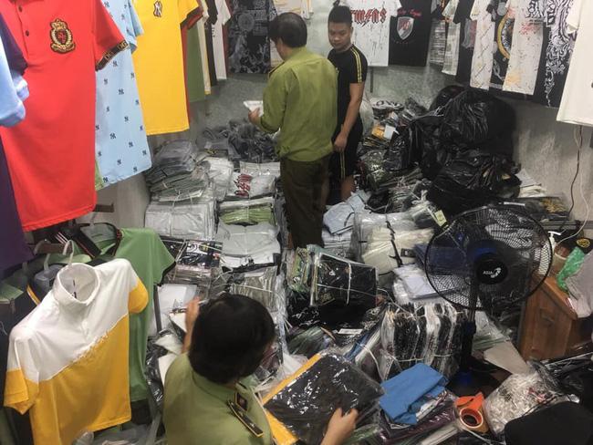 Hàng hiệu Burberry, Louis Vuitton, Gucci... fake tràn ngập chợ Ninh Hiệp - ảnh 4