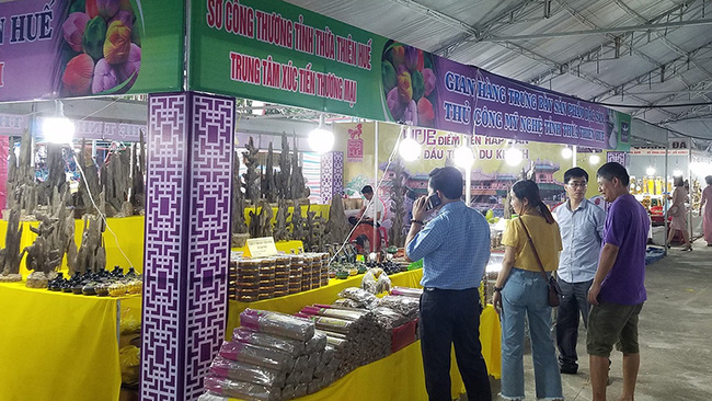 A pavilion showcasing products from Thua Thien Hue Province. (Photo: NDO)