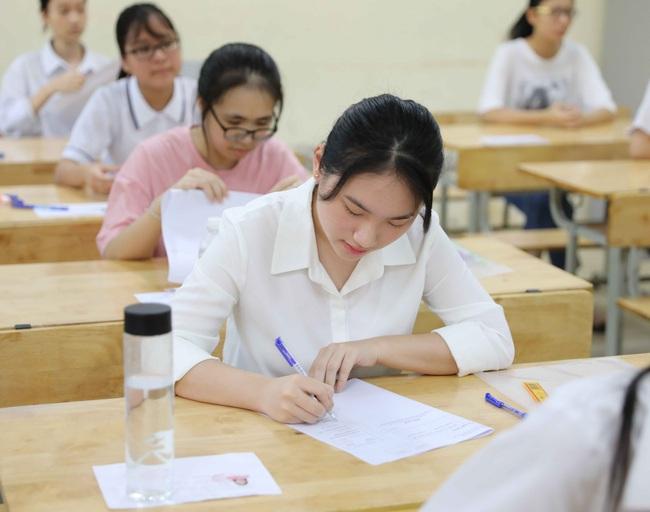 Ngày 11/6, hơn 93.000 thí sinh thi vào lớp 10 ở Hà Nội hoàn thành thủ tục dự thi trực tuyến - ảnh 1