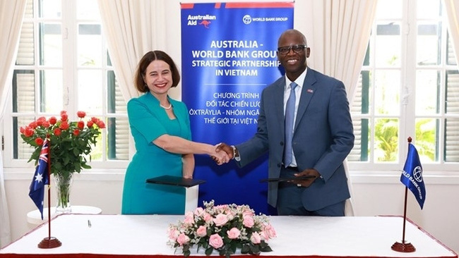 The signing ceremony between the World Bank and the Australian government