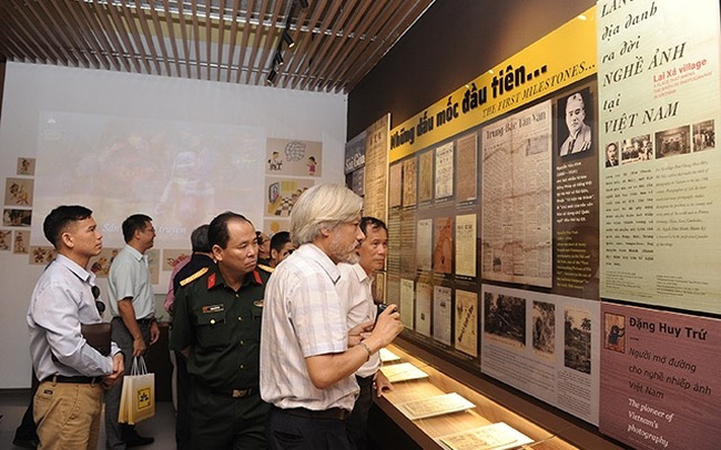 Visitors to the Vietnam Press Museum (Photo: NDO/Nguyen Dang)