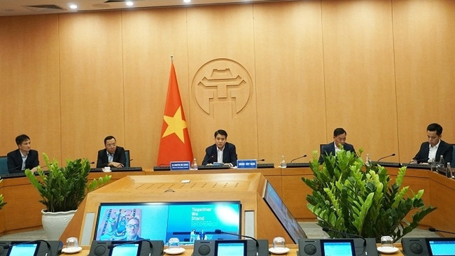Hanoi leaders at a teleconference discussing COVID-19 in global cities held on June 2, 2020. (Photo: NDO/Giang Nam)