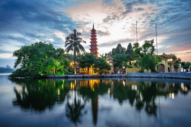 Hanoi impresses tourists with many picturesque temples and pagodas. (Photo: Shutterstock)