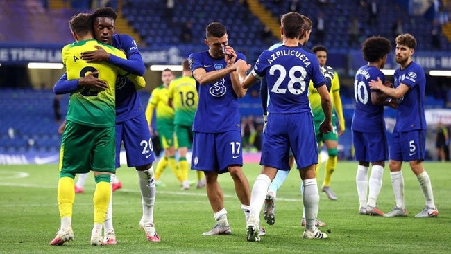 July 14, 2020 Chelsea's Callum Hudson-Odoi, Mateo Kovacic and Cesar Azpilicueta with Norwich City's Max Aarons after the match, as play resumes behind closed doors following the outbreak of the coronavirus disease. (Photo: Reuters)