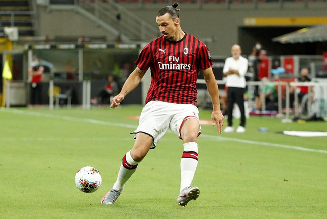 AC Milan's Zlatan Ibrahimovic in action, as play resumes behind closed doors following the outbreak of the coronavirus disease (COVID-19). (Reuters)