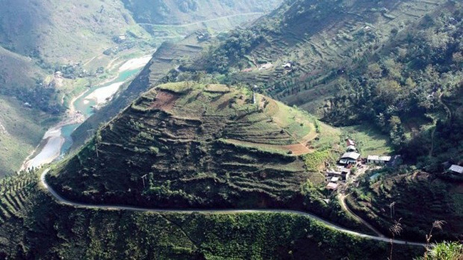 Dong Van Stone Plateau is a popular tourist site in the northern mountainous province of Ha Giang (Photo: VNA)
