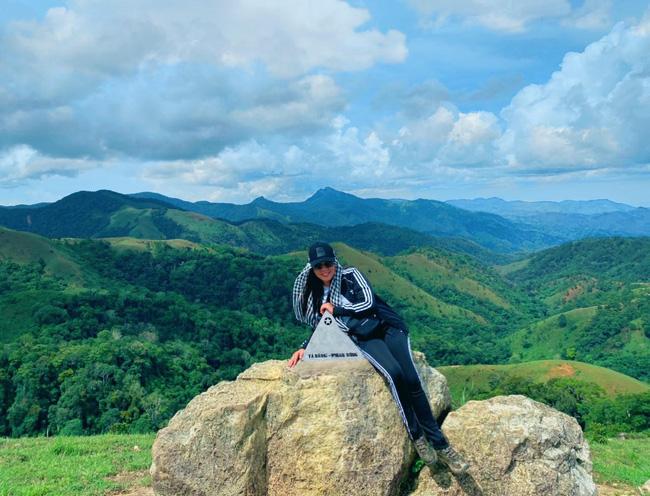 Chinh phục cung đường Tà Năng - Phan Dũng tuyệt đẹp với Hoa hậu Hằng Nguyễn - ảnh 9