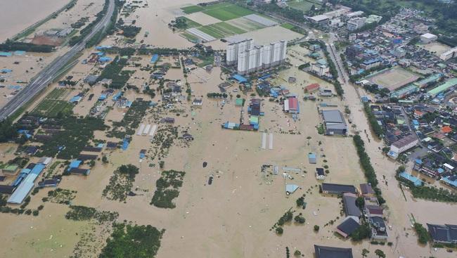 Mưa lũ gây thiệt hại tại Hàn Quốc, ít nhất 30 người thiệt mạng - ảnh 6