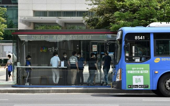 Hàn Quốc ra mắt bến xe bus công nghệ cao chống COVID-19 - ảnh 3