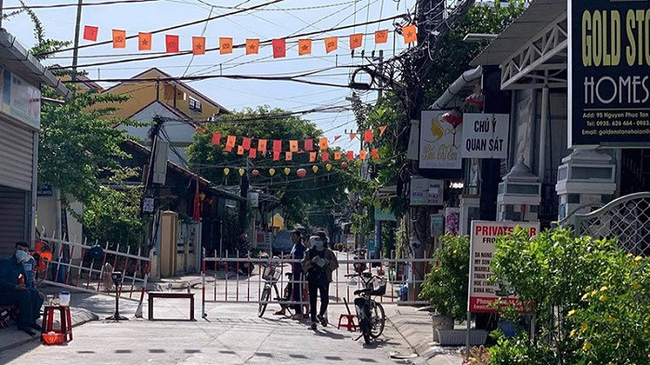 Hoi An ancient town will re-impose social distancing measures from midnight of July 31. (Photo: NDO/Tan Nguyen)