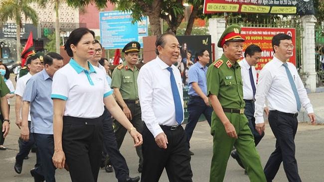 Deputy PM Truong Hoa Binh joins a walk to raise awareness on human trafficking.