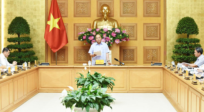 PM Nguyen Xuan Phuc speaking chairs the meeting of the steering committee for the restructuring of credit organisations on July 27 (Photo: VNA)
