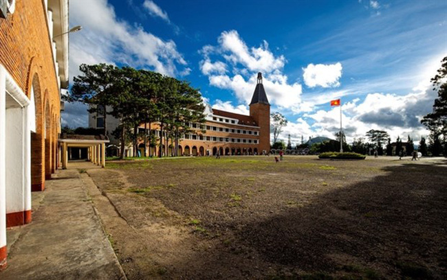 Da Lat Pedagody College, a unique architecture built in 1927 by the French. (Photo: dichoidalat.com)
