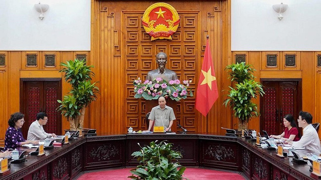 PM Nguyen Xuan Phuc has called for resolve to perform the dual tasks of containing COVID-19 and preventing negative economic growth. (Photo: NDO/Tran Hai)