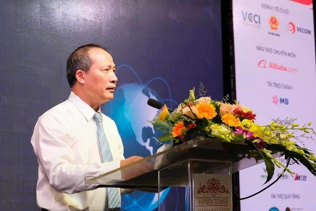 Deputy Minister of Industry and Trade Cao Quoc Hung speaks at the forum. (Photo: VGP)