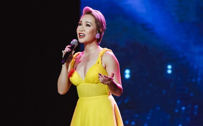 Uyên Linh, Minh Hằng biểu diễn trên sân khấu... không khán giả - ảnh 5