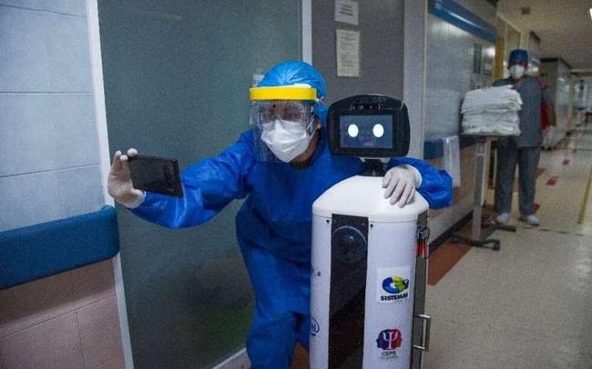 Độc đáo, Robot chăm sóc bệnh nhân COVID-19 cô đơn ở Mexico - ảnh 4