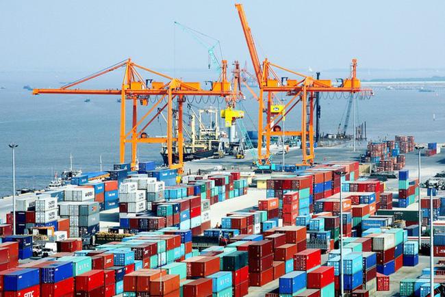 Việt Nam xuất siêu kỷ lục 13,5 tỷ USD - ảnh 2