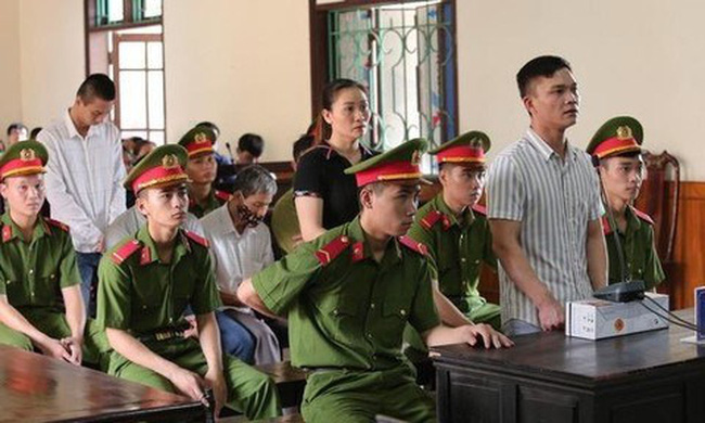 Defendants appear in court on September 13 for sentencing in connection with the lorry tragedy that left 39 Vietnamese citizens dead. (Photo: congan.com.vn)