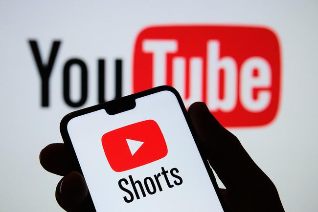 YouTube thử nghiệm tính năng chia sẻ video ngắn cạnh tranh với TikTok - ảnh 1