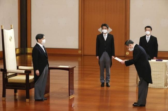 Ông Yoshihide Suga bắt đầu công việc trên cương vị Thủ tướng Nhật Bản - ảnh 2