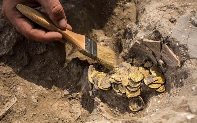 Nhóm bạn trẻ phát hiện hàng trăm đồng vàng nghìn năm tuổi - ảnh 4