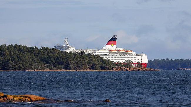 Phà chở 300 người bị mắc cạn trên biển Baltic - ảnh 3