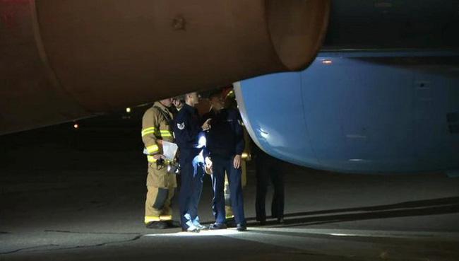Không lực 2 chở Phó Tổng thống Mỹ hạ cánh khẩn cấp vì sự cố động cơ - ảnh 2