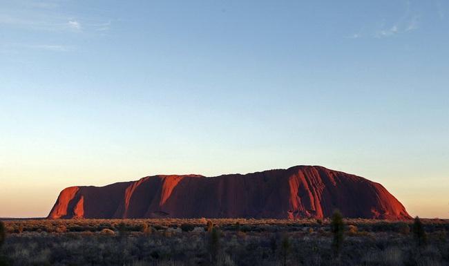 Australia yêu cầu Google gỡ bỏ hình ảnh núi thiêng Uluru - ảnh 1