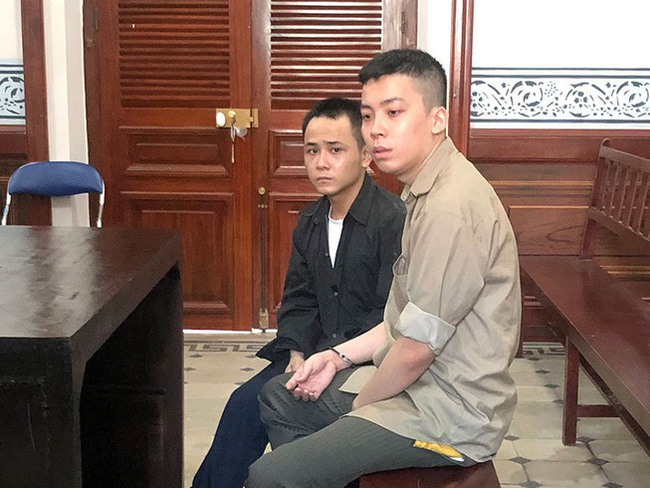 2 kẻ cướp được giảm án bất ngờ nhờ cướp phải điện thoại Vertu giả