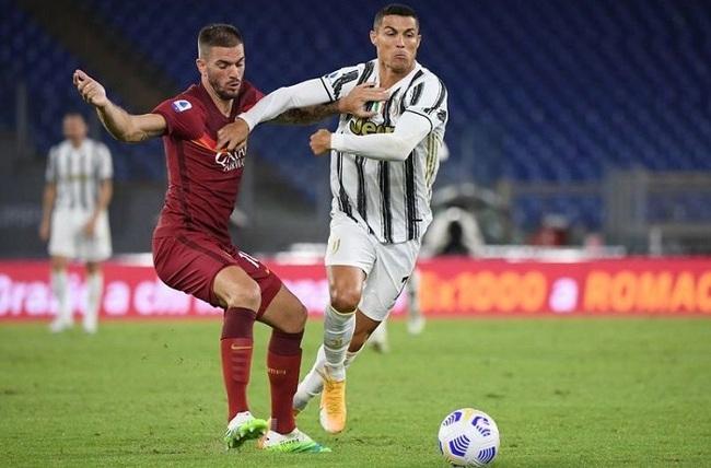 AS Roma's Davide Santon in action with Juventus' Cristiano Ronaldo. (Photo: Reuters)