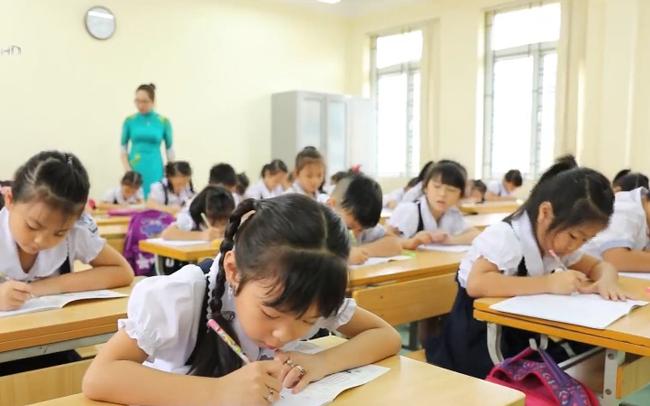 Hà Nội yêu cầu hạn chế học sinh trái tuyến, tránh quá tải trường học - ảnh 1