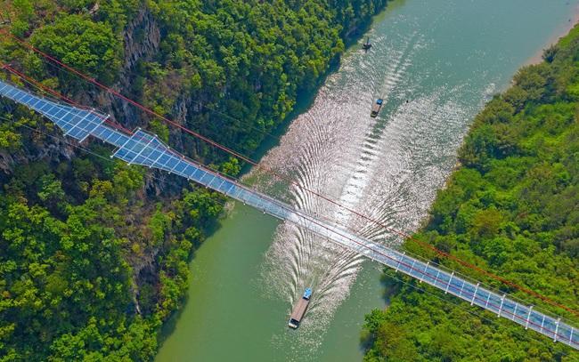 Ra mắt cây cầu thủy tinh phá kỷ lục thế giới mới - ảnh 7