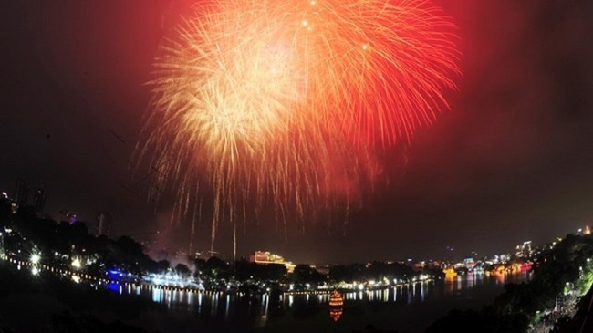 Hanoi to set off high-altitude fireworks to greet New Year 2021. (Photo: NDO/Duy Linh)