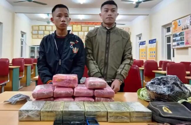 Nhận 300 triệu đồng vận chuyển thuê 12 bánh heroin, 54.000 viên ma túy, 1kg ma túy đá - ảnh 1