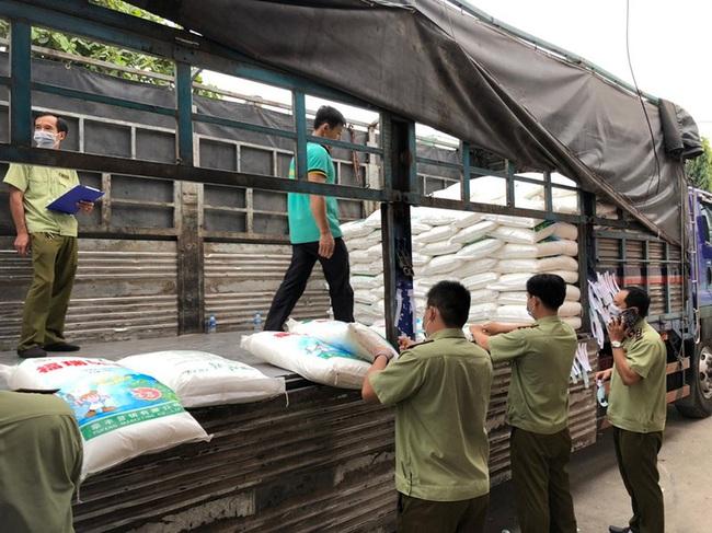 Phát hiện 45 tấn bột ngọt nghi nhập lậu - ảnh 3