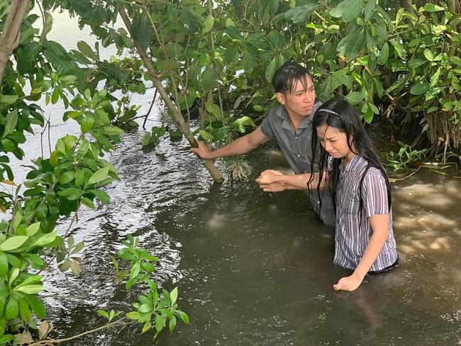 Bạch Công Khanh gặp khó với cảnh té sông ở phim Ngày em đến - ảnh 4