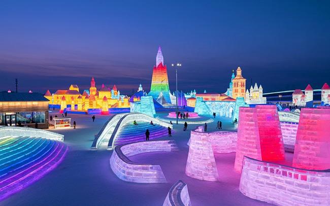 """Lạc trong """"kính vạn hoa tuyết"""" tại lễ hội mùa đông sắc màu ở Trung Quốc - ảnh 4"""